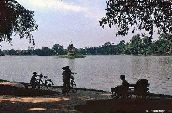 Klidné jezero Hoàn Kiếm