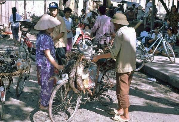 Pouliční trhy, kde lidi si mohli přinést domácí zboží