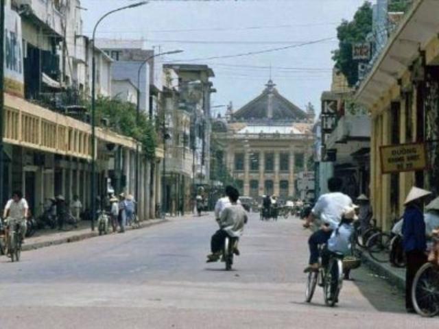 Ulice Tràng Tiền (něco jak v Praze Pařížská ulice)