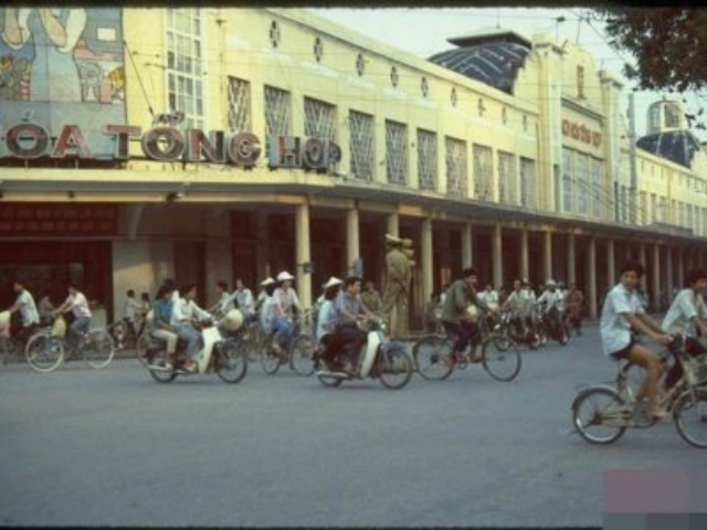Obchodní centrum té doby. Nyní už je to Trang Tien Plaza